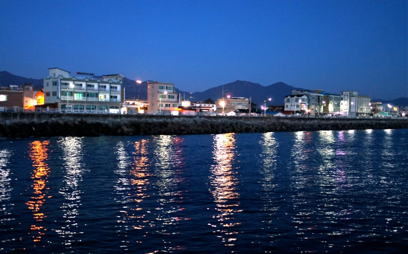 Moonset behind the Sokcho waterfront