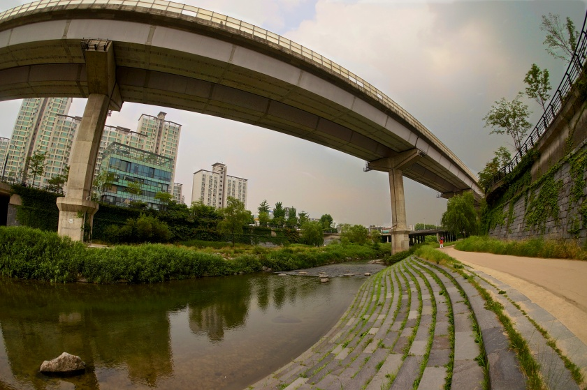 walking path & high bridge cheonggyecheon seoul