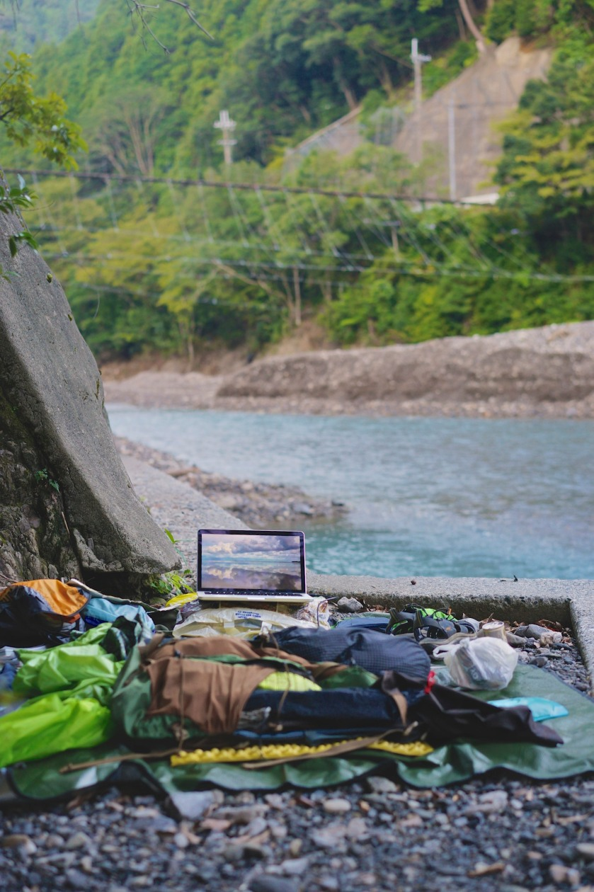 Doing a spot of photo-editing before breaking camp after a tent-less night on the Kohechi.